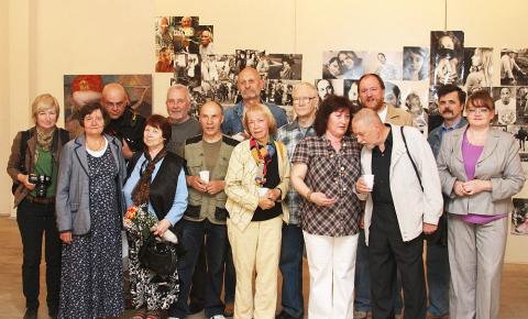 ...и уже проводили выставки в городах Ида-Вирумаа, в Выру, Таллине, в Петрозаводске, Санкт-Петербурге, ряде других...