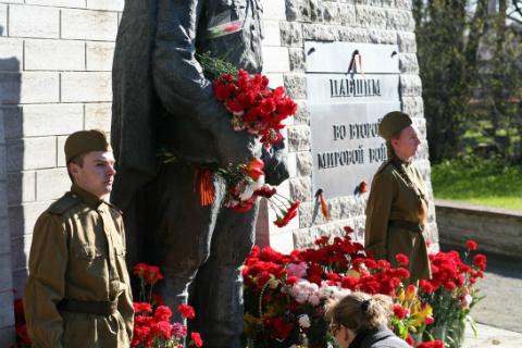 На памятнике Солдату-Освободителю